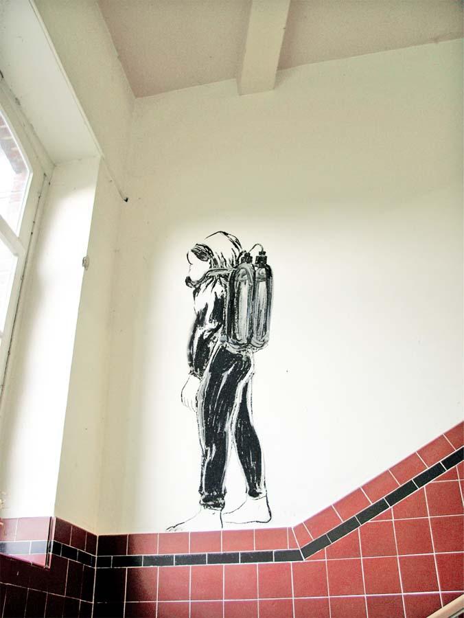 TAUCHER, Kohlestift, Ausstellung 'alles mögliche', ehemalige Grundschule, Münster, 2003