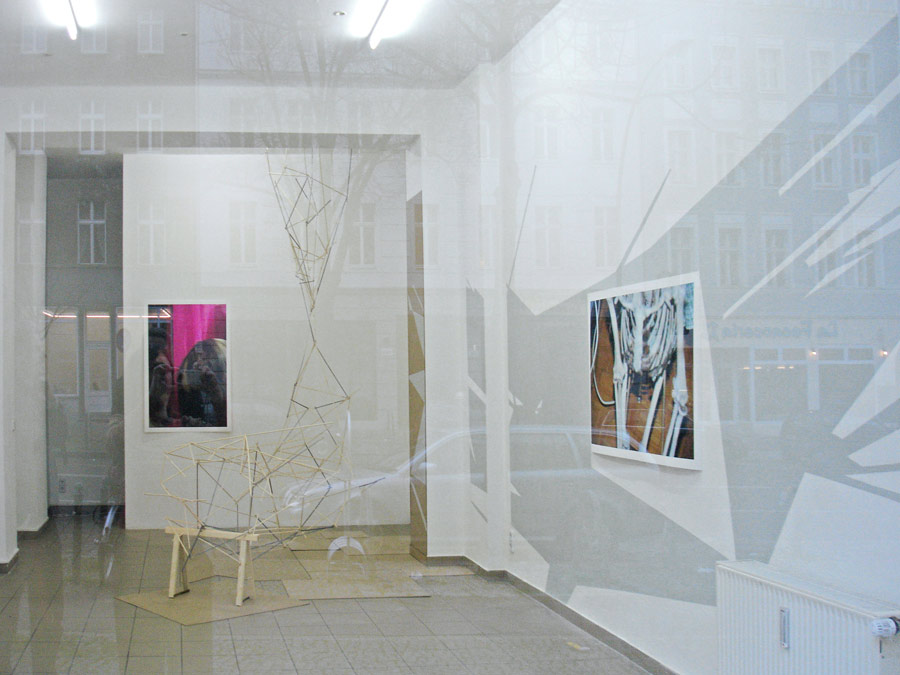 BASE_SHAPE, Acrylfarbe, Wandbild, 'trojan horses', im Rahmen des europäischen Monats der Fotografie, montanaberlin, Berlin, 2008